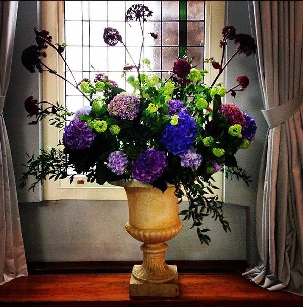 FlowersInUrn.jpg