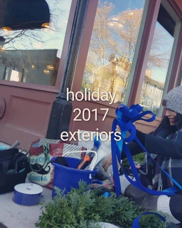 #holidaydecor2017 #rusticrootsdesign #tistheseason #itsthemostwonderfultimeoftheyear #welovewhatwedo