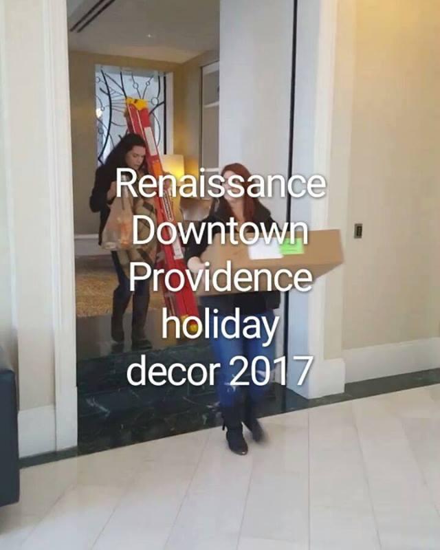 #itsthemostwonderfultimeoftheyear #tistheseason #holidaydecor2017 #rusticrootsdesign #welovewhatwedo #renhotels