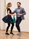 Exemplarische Gummiband Verbindung zum Partner im Swing Out