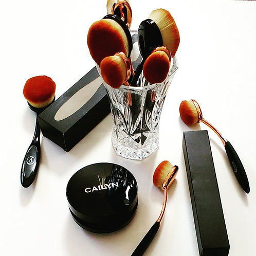 Oval paddle makeup brushes