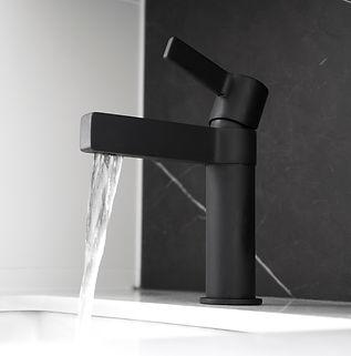 Martini Basin Mixer Black_Water_web.jpg