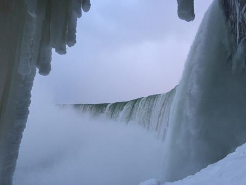 CANADÁ: Cataratas del Niágara bajo cero