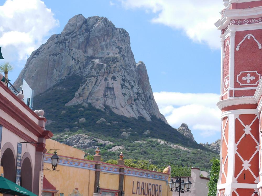 La Peña de Bernal es el tercer monolito más grande del mundo