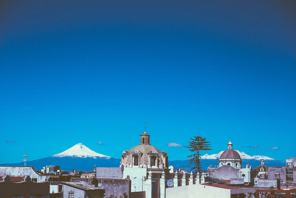 Vista de los volcanes desde la ciudad de Puebla