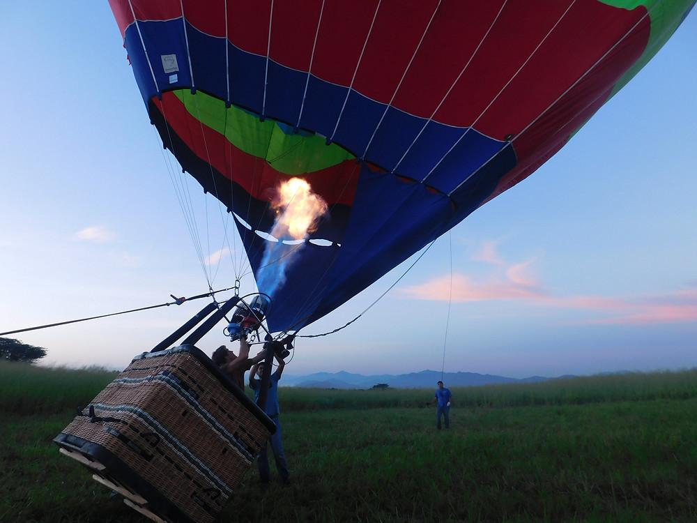 Preparando un viaje en globo
