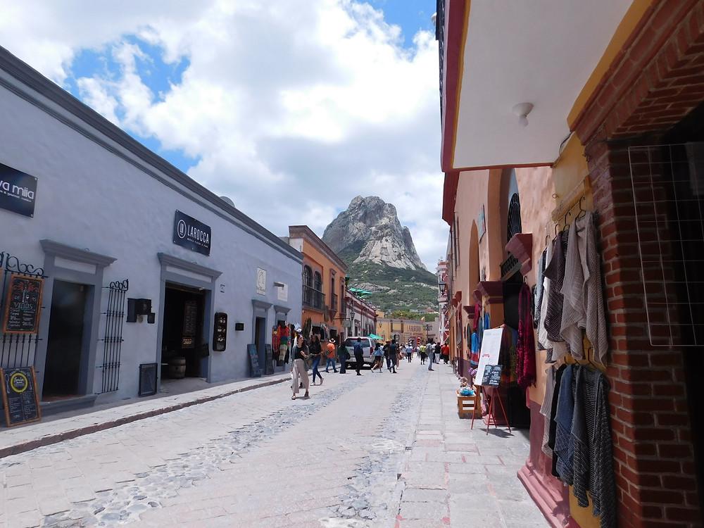 A las faldas de la Peña, un pueblo tranquilo: Bernal