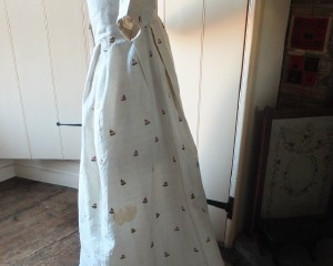 From open robe to round gown? Late 18th Century dress in transition. Part 1