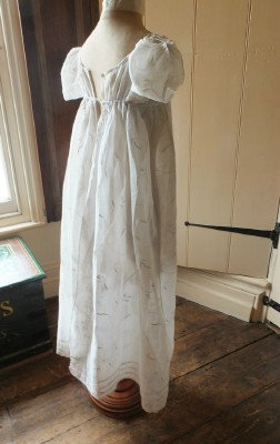 Rare 1790-1810 teenage girl's dress with open back!