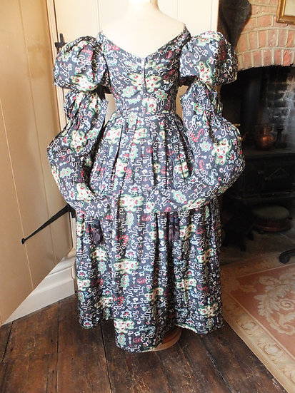 Rare 1829-33 gown Detachable sleeves!