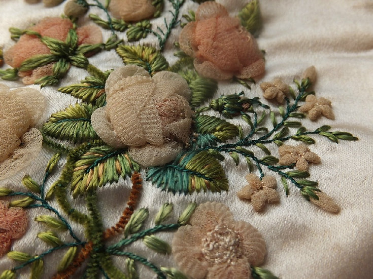 Delightful Regency era Aerophane & Chenille embroidered reticule