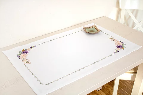 FM020 Spring Flowers - Luca-S Table Topper