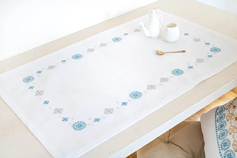 FM024 Snowflakes - Luca-S Table Topper