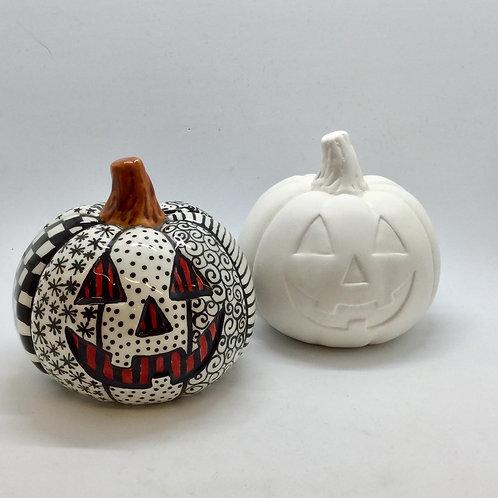 Pumpkin with face 8.9cm x 9.5cm