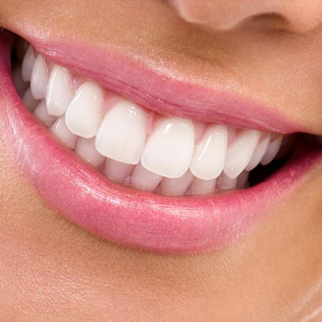 Dr.carrillohaack estetica dental en Caracas