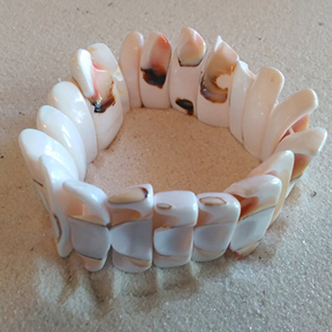 Natural chunky shell stretchy bracelet