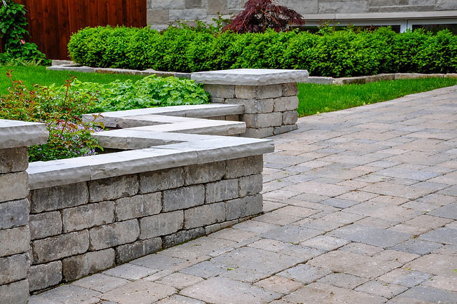 A seat wall with pillars and natural sto