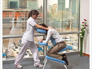 Beneficios del masaje en silla en tu lugar de trabajo