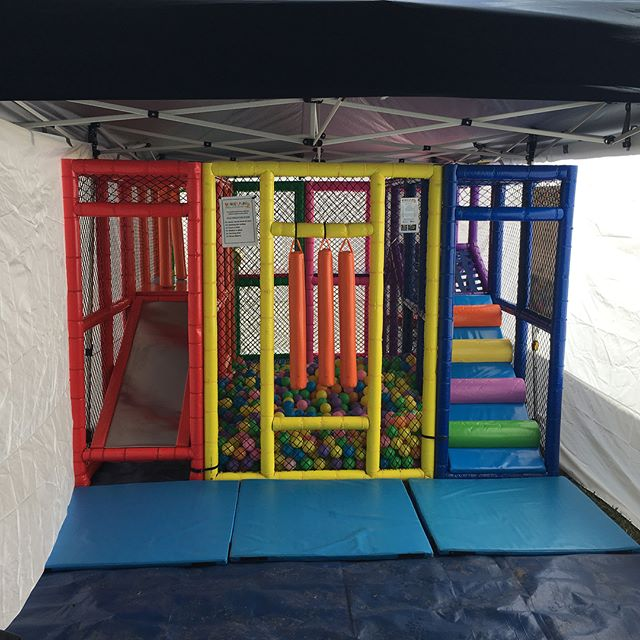 Mobile play centre with gazebo
