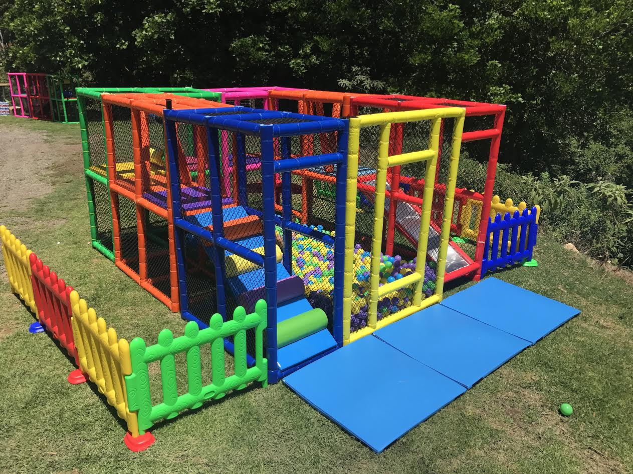 Mobile play centre with fence