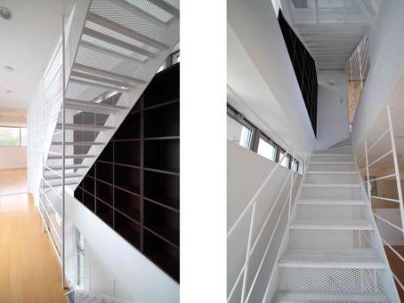 階段をスケルトンにすると、光と風が通り、開放感が味わえます!