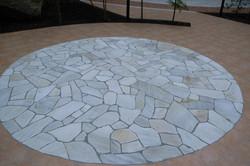 松戸老人ホームの庭 円石のテラス