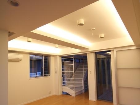 間接照明で大人な空間をつくる!コーブ照明・コーニス照明で演出。