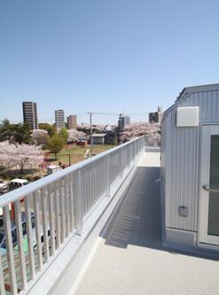 住宅密集地の光あふれる家のつくり方!「屋上テラス」