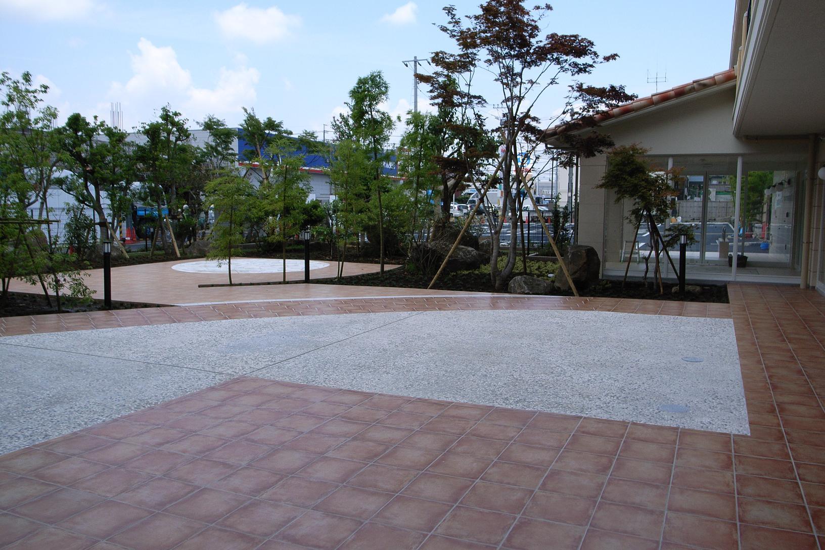 松戸老人ホームの庭テラス