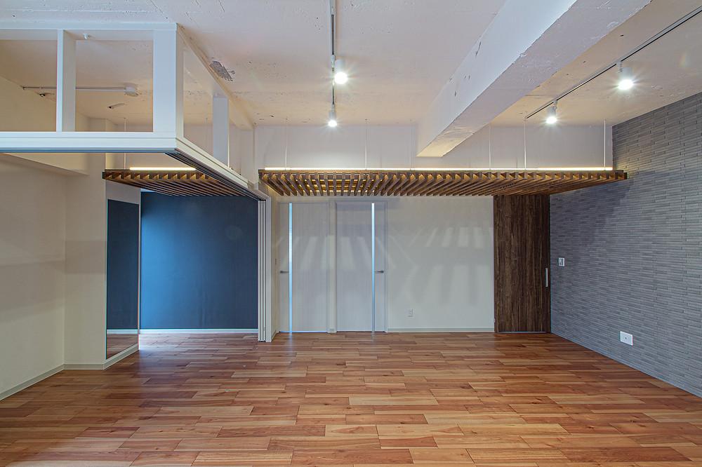 プレイルーム・黒板・ルーバー天井の家