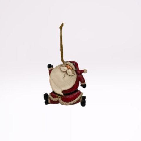 Pai Natal de pendura em fibra com braço para cima e outro para baixo