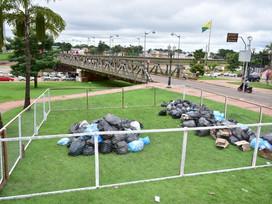 Utilizando resíduos sólidos, Prefeitura faz alerta sobre descarte irregular de lixo na cidade