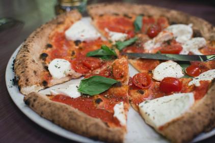 Lecker Pizza Margherita, www.fewo-dewes.com
