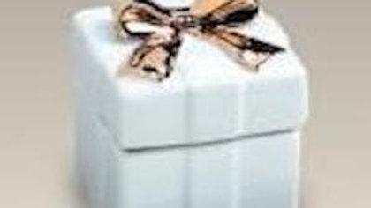 Boite carrée en porcelaine blanche, décor noeud doré
