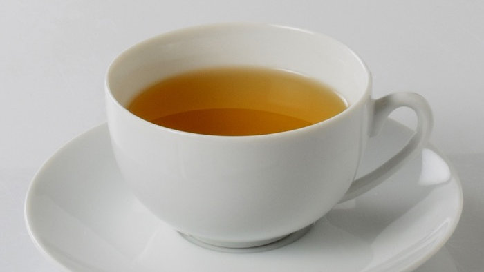 Tasse à thé Louvre en porcelaine blanche et sous tasse