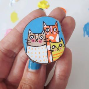 Cat family brooch