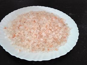 coarse salt 2-5 mm light pink.jpg