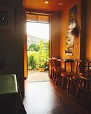 夕部亭喫茶室から見える朝の光が綺麗でしたのでその一枚です。__チェックインはこち