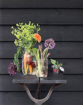 Flowers DIY styling allium carrot dahlia garden