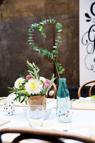 Flowers DIY heart dahlia party table dressing eucalyptus olive