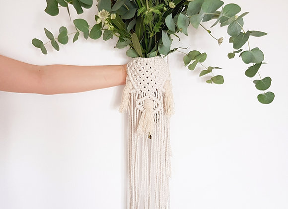 Bohemian macrame handmade bouquet wrap for a perfect dream wedding
