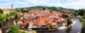 Tour de Cesky Krumlov - UNITY Tours Praga. Una ciudad de histórico patrimonio con más de 300 edificios protegidos en el centro histórico nombrados Patrimonios de la Humanidad por la UNESCO, el segundo castillo más grande de la República Checa, y el teatro barroco más antiguo del mundo, centro de arte Egon Schiele, Galería de Arte Internacional, 7 museos y 4 galerias, varias tiendas de arte, 5 festivales de música, teatros, y un auditorio giratorio, festivales mediavales, degustaciones en las fabricas de cervezas, paseos en balsas de maderas a lo largo del rio Vltava, visitas a la ciudad de noche degustaciones culinarias, salas de reuniones, hoteles de 4 y 5 estrellas, espacios históricos exclusivos, jardines de palacios, juegos y deportes históricos, experiencias culinarias, campos verdes perfectos para excursiones y turismo para todos.