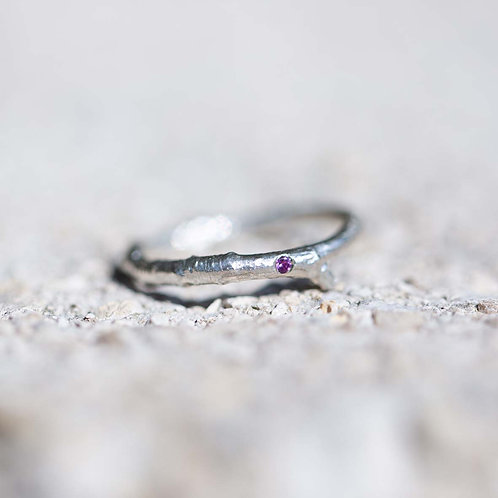 FROZEN BRANCH ring with small stone