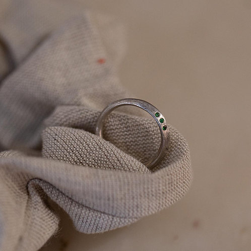 SILVER STRAW ring with emeralds