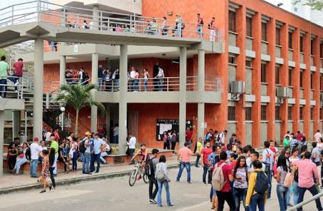Gratuidad en el semestre para estudiantes de Unisucre
