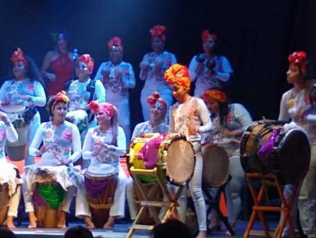 Al ritmo de las tamboreras de Colombia, el Carnaval Internacional de las Artes bajó el telón 2020