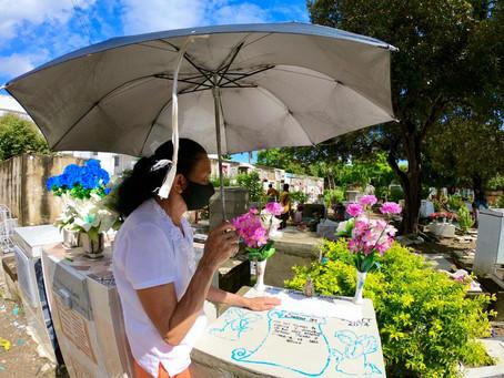 Familiares visitaron el cementerio de Cartagena  en el Día de los Difuntos