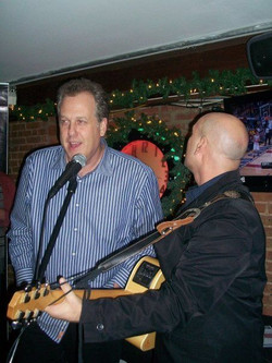Michael Kay sings along 2009 ( Joey Salvia )