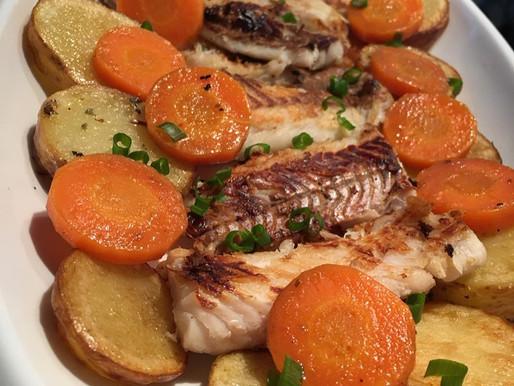 Filé de Merluza Grelhado com Batatas e Cenoura na Manteiga