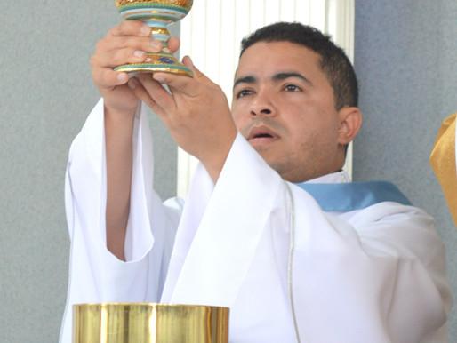Ordenação de Padre Marcus Vinicius: fruto de parceria entre Igrejas de Óbidos (PA) e Juiz de Fora